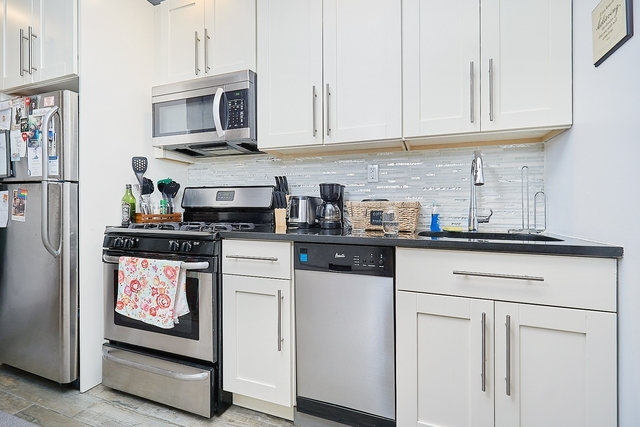 2 Bedrooms, Fort George Rental in NYC for $2,428 - Photo 2