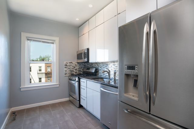 3 Bedrooms, Sunnyside Rental in NYC for $2,695 - Photo 1