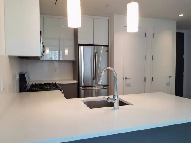 3 Bedrooms, Long Island City Rental in NYC for $5,000 - Photo 2