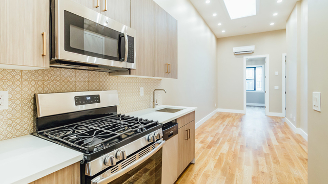 3 Bedrooms, Greenpoint Rental in NYC for $3,400 - Photo 1