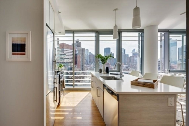 2 Bedrooms, Hell's Kitchen Rental in NYC for $5,000 - Photo 1