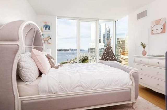 3 Bedrooms, Hell's Kitchen Rental in NYC for $8,950 - Photo 2
