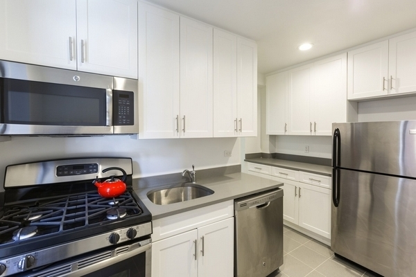1 Bedroom, Bay Ridge Rental in NYC for $2,077 - Photo 2