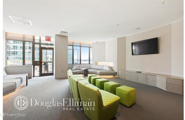 Studio, Hunters Point Rental in NYC for $2,741 - Photo 2