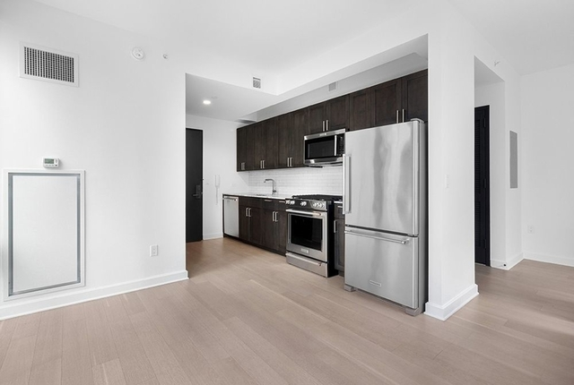 Studio, Lincoln Square Rental in NYC for $3,378 - Photo 2