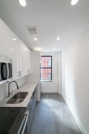 2 Bedrooms, Inwood Rental in NYC for $2,795 - Photo 2