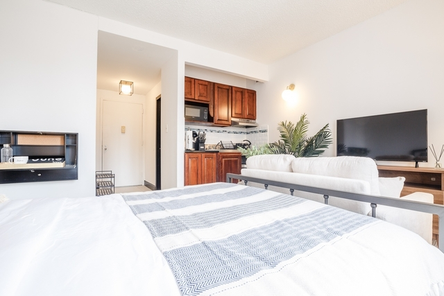 Room, Hell's Kitchen Rental in NYC for $2,900 - Photo 2