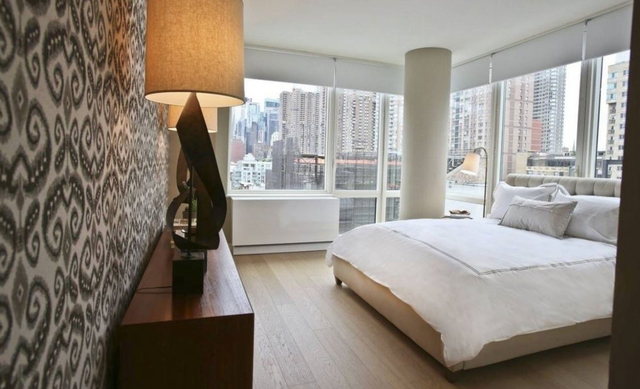 2 Bedrooms, Hell's Kitchen Rental in NYC for $7,080 - Photo 2