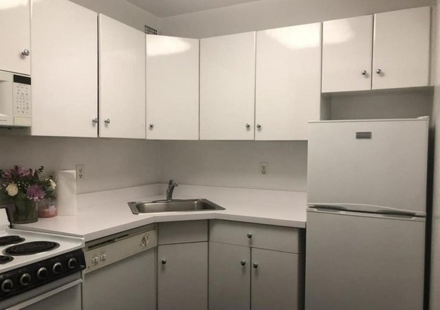 1 Bedroom, Theater District Rental in NYC for $2,795 - Photo 2