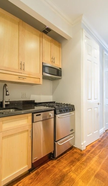 2 Bedrooms, East Village Rental in NYC for $4,703 - Photo 1