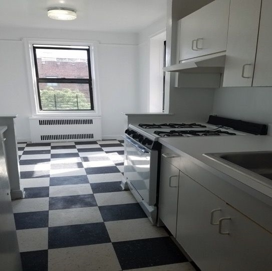 2 Bedrooms, Jamaica Estates Rental in NYC for $2,400 - Photo 2