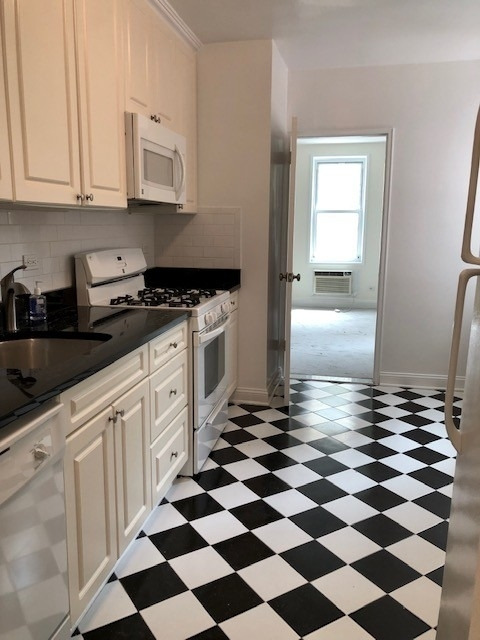 2 Bedrooms, Bay Ridge Rental in NYC for $2,450 - Photo 2