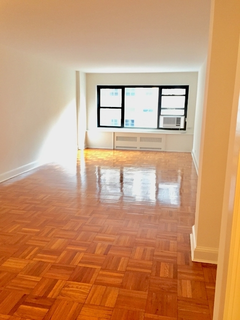 2 Bedrooms, Sutton Place Rental in NYC for $6,425 - Photo 1