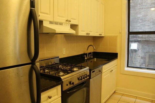 2 Bedrooms, Yorkville Rental in NYC for $3,200 - Photo 2