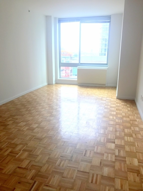 2 Bedrooms, Hell's Kitchen Rental in NYC for $5,650 - Photo 2