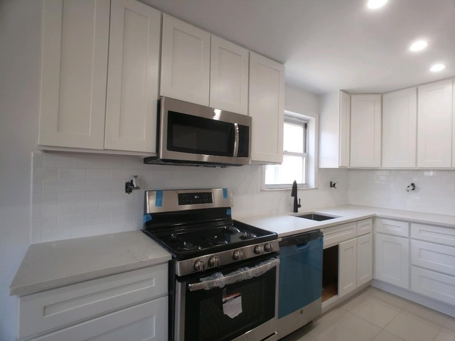 2 Bedrooms, Woodside Rental in NYC for $3,000 - Photo 2