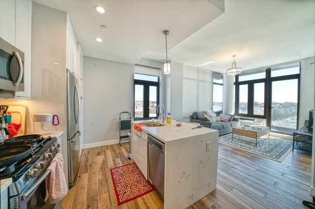 1 Bedroom, Astoria Rental in NYC for $2,995 - Photo 1