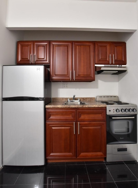 3 Bedrooms, Hell's Kitchen Rental in NYC for $3,895 - Photo 2