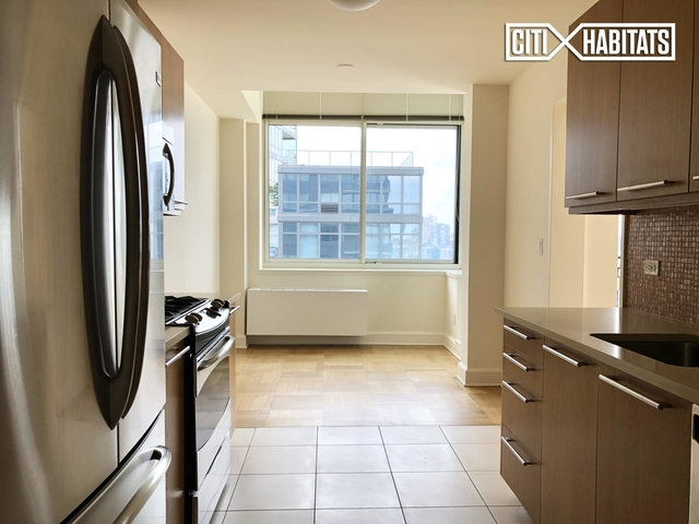 3 Bedrooms, Lincoln Square Rental in NYC for $13,369 - Photo 2