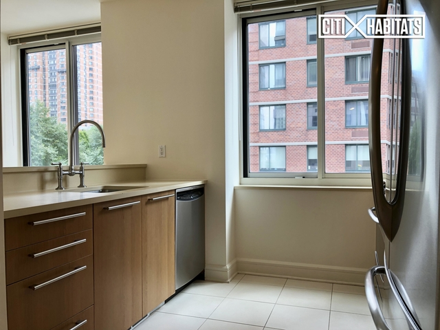 2 Bedrooms, Lincoln Square Rental in NYC for $6,609 - Photo 2