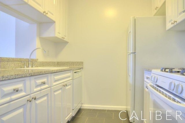 1 Bedroom, Hell's Kitchen Rental in NYC for $3,462 - Photo 2