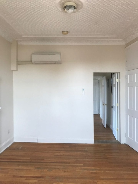 4 Bedrooms, Steinway Rental in NYC for $2,900 - Photo 2