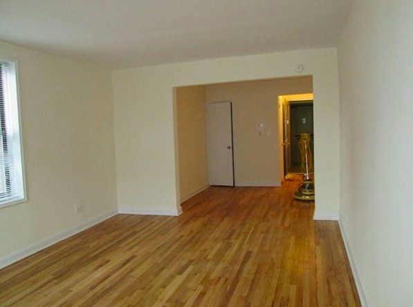 2 Bedrooms, Rego Park Rental in NYC for $2,422 - Photo 2