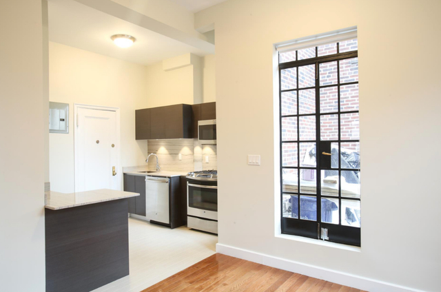 1 Bedroom, Sutton Place Rental in NYC for $5,700 - Photo 2