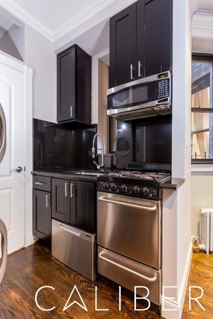 4 Bedrooms, Hell's Kitchen Rental in NYC for $6,545 - Photo 2