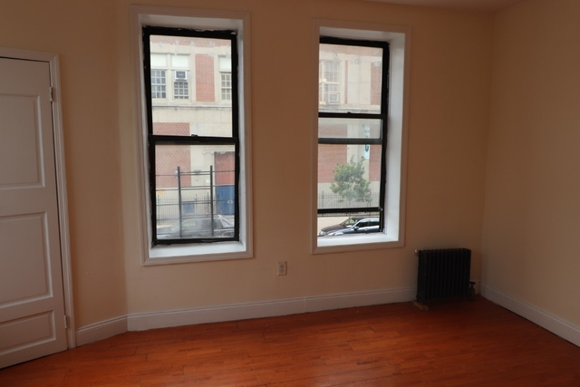 3 Bedrooms, Washington Heights Rental in NYC for $2,770 - Photo 2
