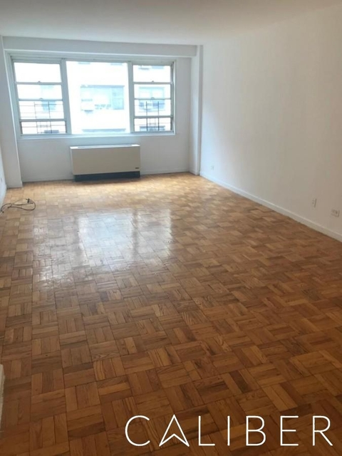 Studio, Yorkville Rental in NYC for $3,725 - Photo 2