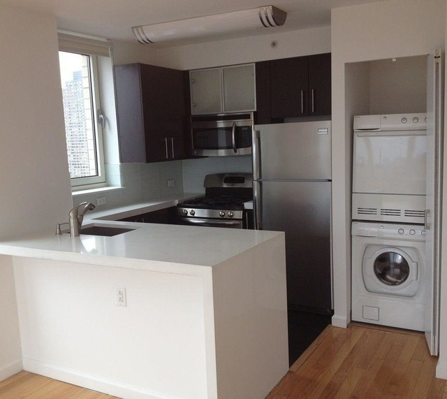 3 Bedrooms, Garment District Rental in NYC for $5,985 - Photo 2