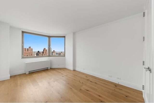 3 Bedrooms, Yorkville Rental in NYC for $12,800 - Photo 2