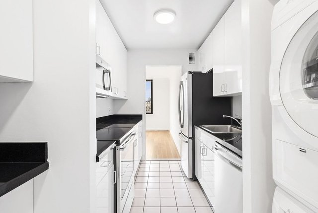 2 Bedrooms, Lenox Hill Rental in NYC for $19,500 - Photo 2