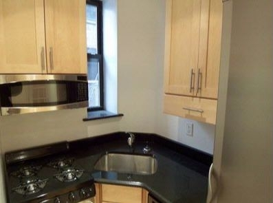 3 Bedrooms, Gramercy Park Rental in NYC for $6,695 - Photo 2