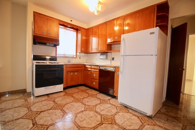 2 Bedrooms, Bensonhurst Rental in NYC for $1,800 - Photo 1