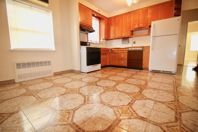 2 Bedrooms, Bensonhurst Rental in NYC for $1,800 - Photo 2