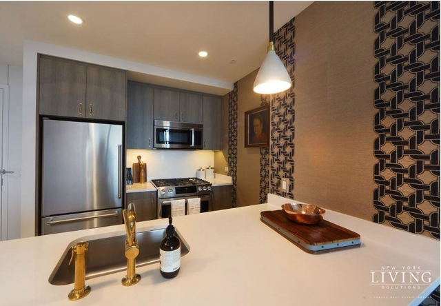 2 Bedrooms, Hell's Kitchen Rental in NYC for $6,495 - Photo 2