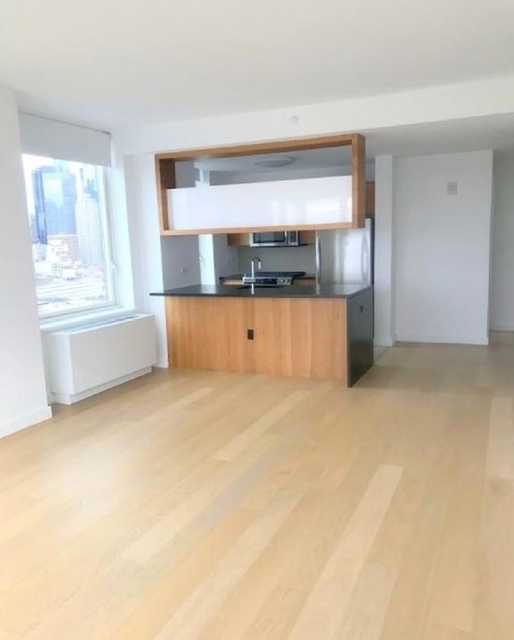 2 Bedrooms, Hell's Kitchen Rental in NYC for $5,150 - Photo 2
