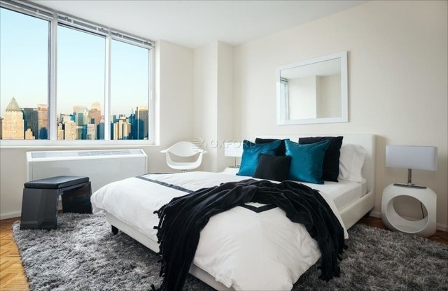 2 Bedrooms, Hell's Kitchen Rental in NYC for $5,200 - Photo 2