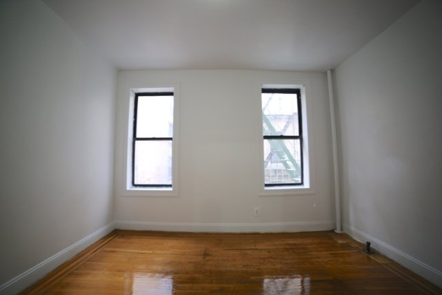 2 Bedrooms, Washington Heights Rental in NYC for $2,350 - Photo 2