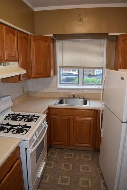 2 Bedrooms, Bensonhurst Rental in NYC for $1,900 - Photo 2