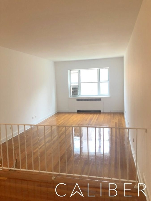 3 Bedrooms, Hell's Kitchen Rental in NYC for $5,195 - Photo 1
