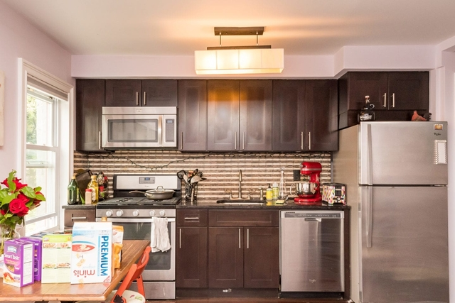 2 Bedrooms, Ditmars Rental in NYC for $2,750 - Photo 2