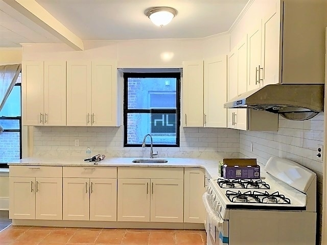 3 Bedrooms, Bay Ridge Rental in NYC for $2,400 - Photo 2