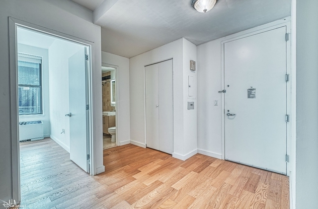 1 Bedroom, Financial District Rental in NYC for $3,892 - Photo 2