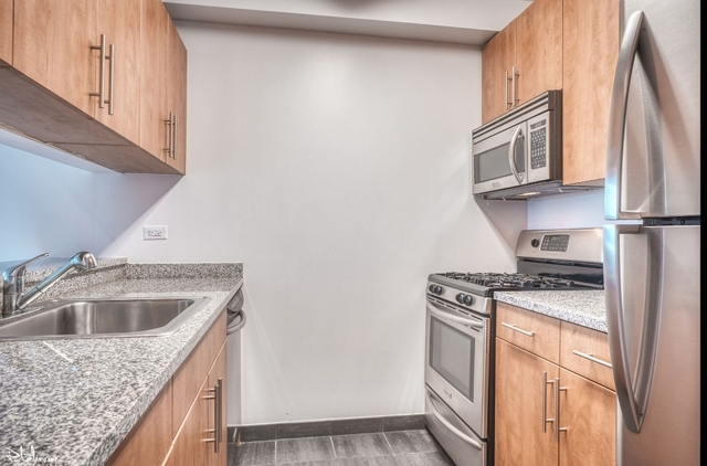 2 Bedrooms, Financial District Rental in NYC for $5,404 - Photo 2
