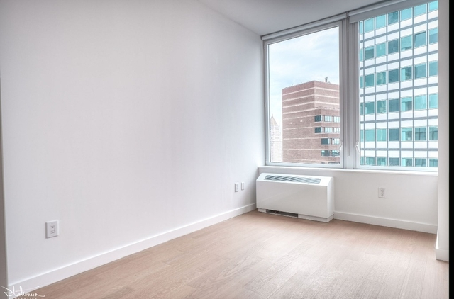 3 Bedrooms, Financial District Rental in NYC for $7,110 - Photo 2