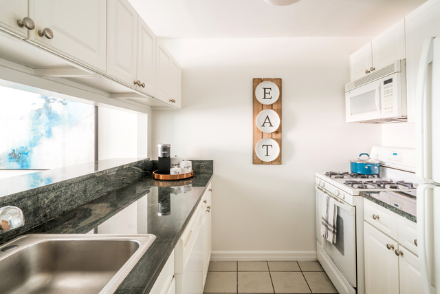 1 Bedroom, Hell's Kitchen Rental in NYC for $3,340 - Photo 2