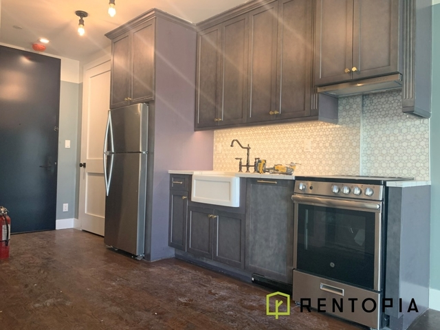 3 Bedrooms, Williamsburg Rental in NYC for $5,950 - Photo 2
